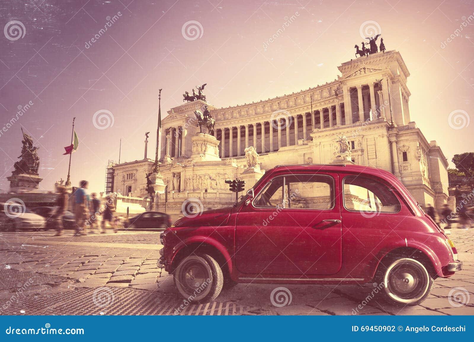 r tro vieille voiture rouge de vintage italien monument. Black Bedroom Furniture Sets. Home Design Ideas