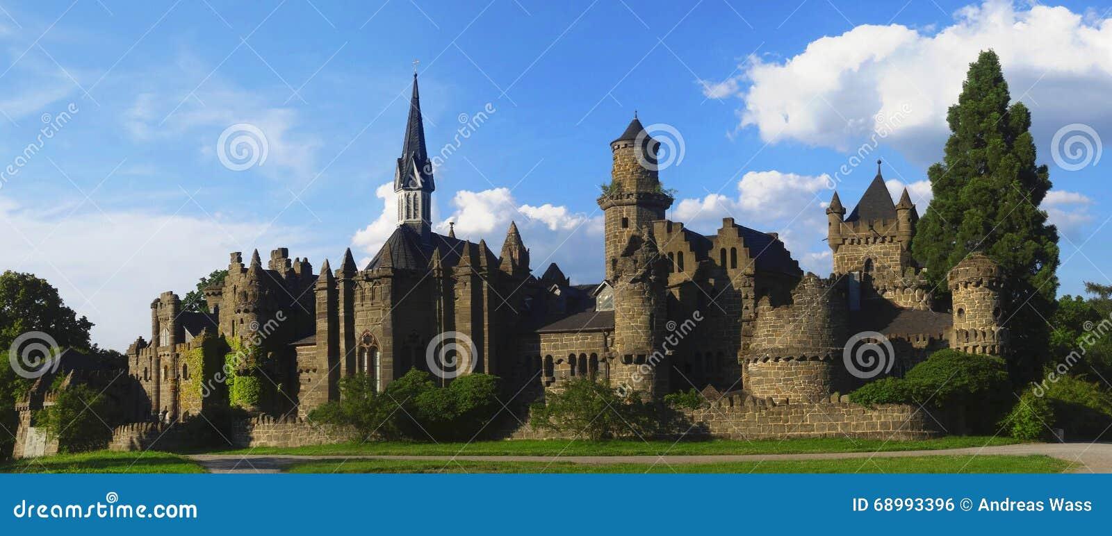 Ruína romântica do castelo de um cavaleiro medieval