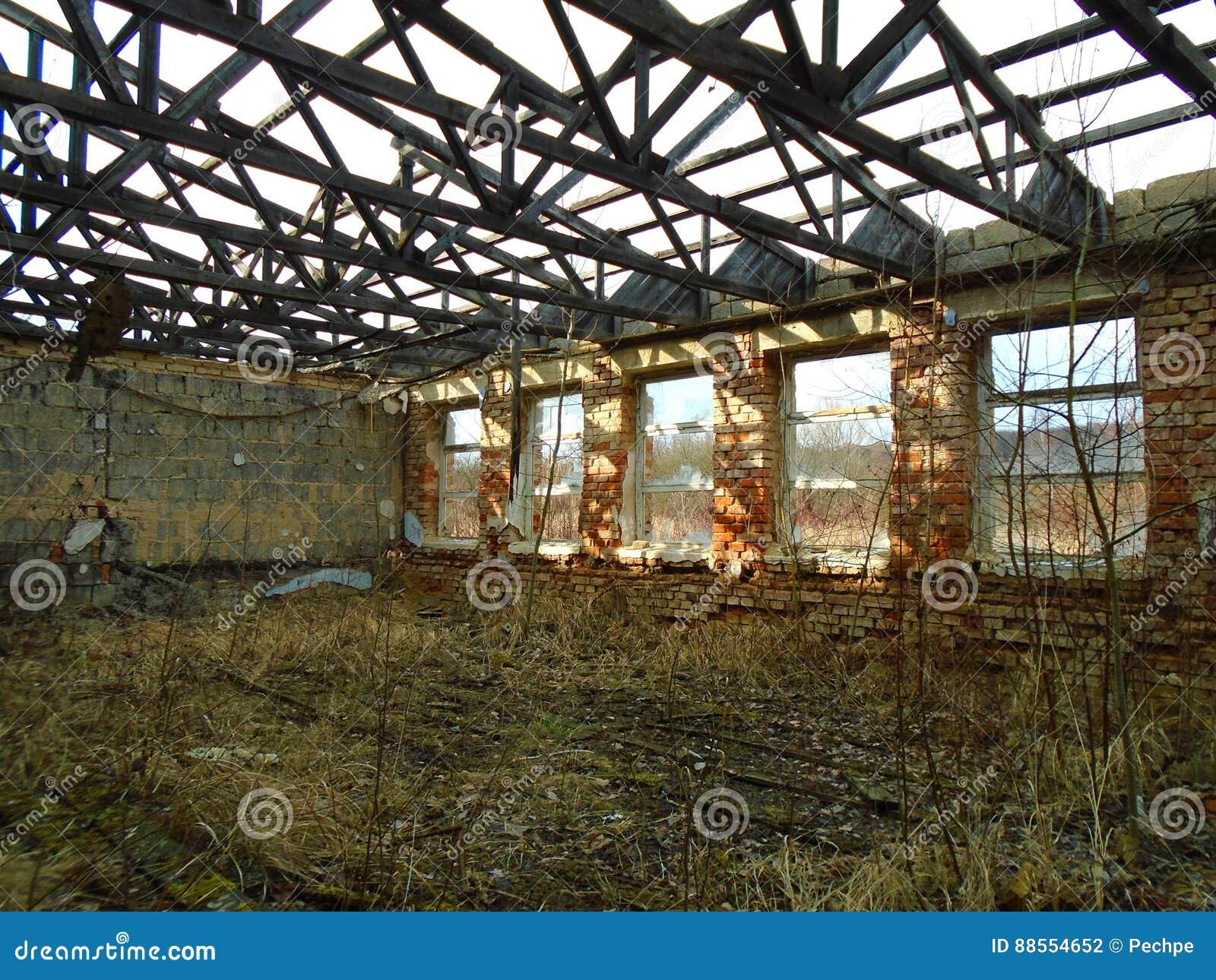 Ruínas da construção militar da segunda guerra Construções de Armys