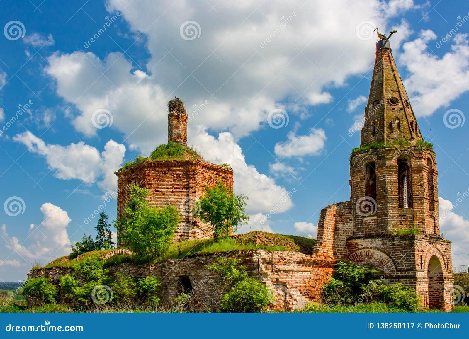 Ruínas da igreja abandonada de St John o evangelista do século XVIII