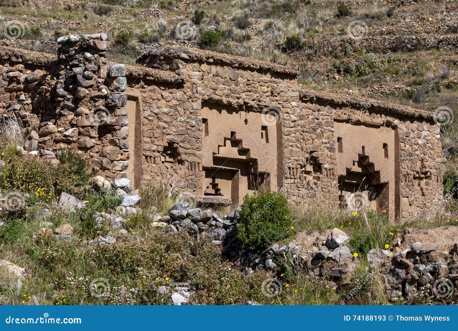 Ruínas das virgens do templo de Sun na ilha da lua
