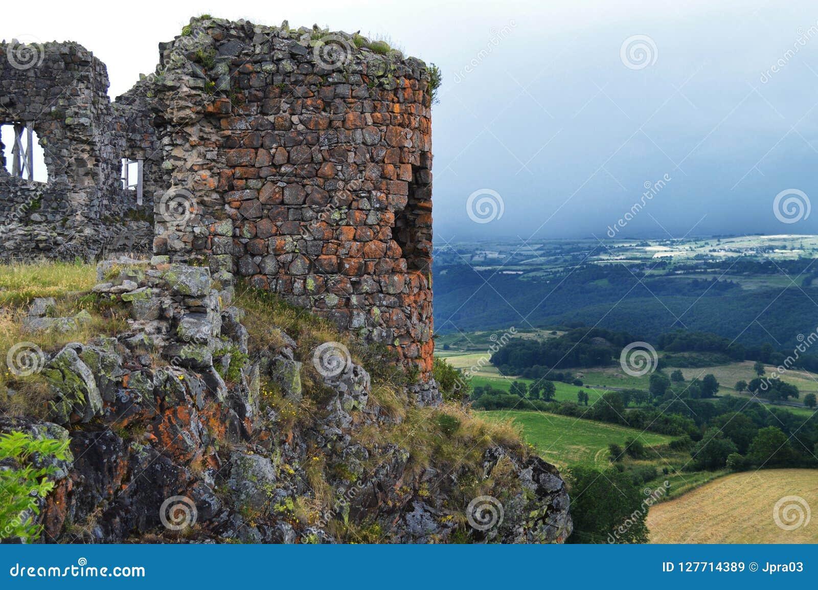 Ruïne van een feodaal kasteel
