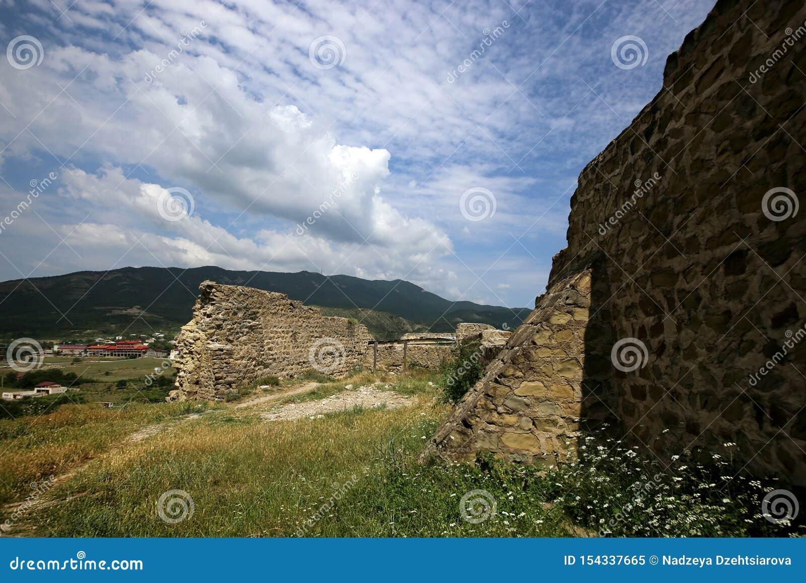 Ruïnes van de vesting van Bebriscic van de IX eeuw iver