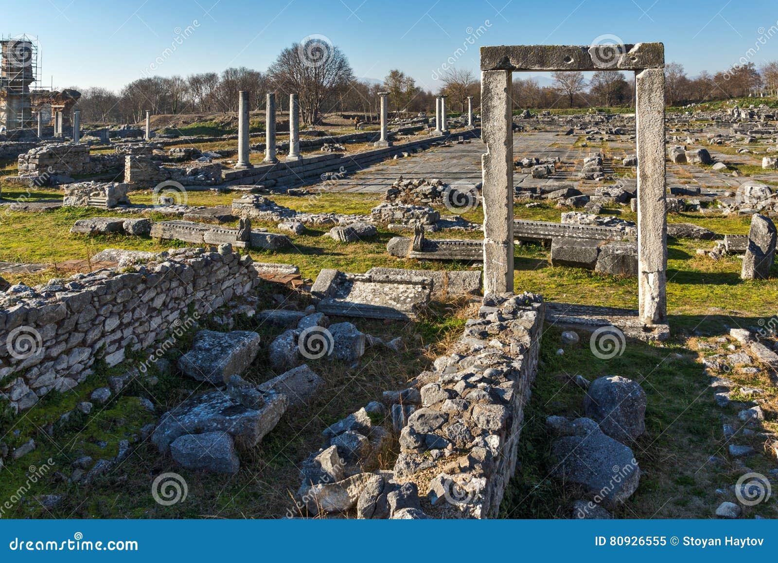 Ruïnes van ingang en panorama van archeologisch gebied van oude Philippi, Griekenland