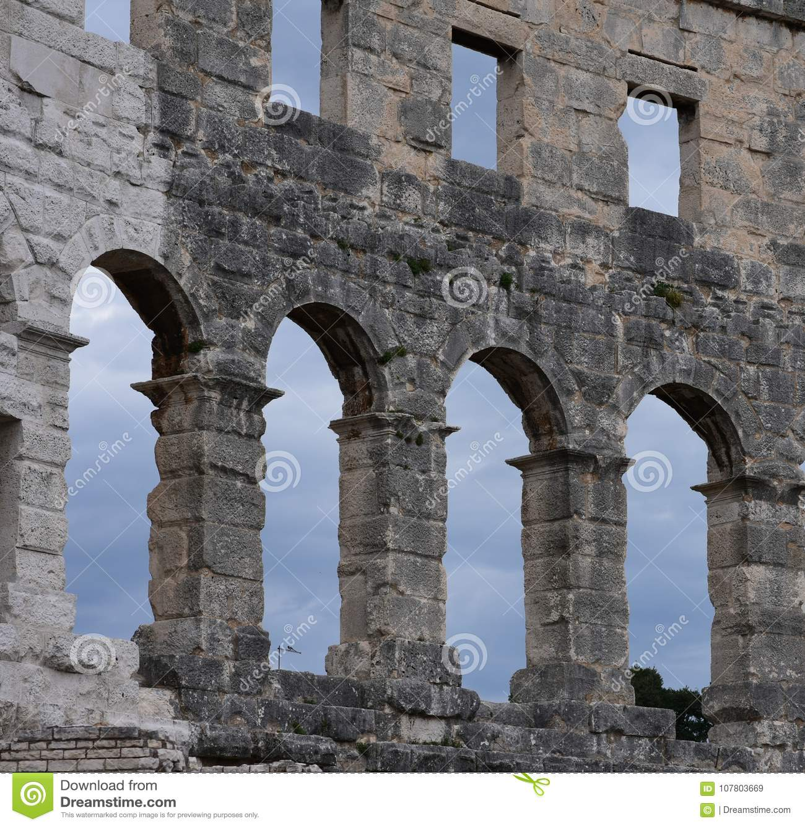 Ruïnes van oud amfitheater in Pula Kroatië