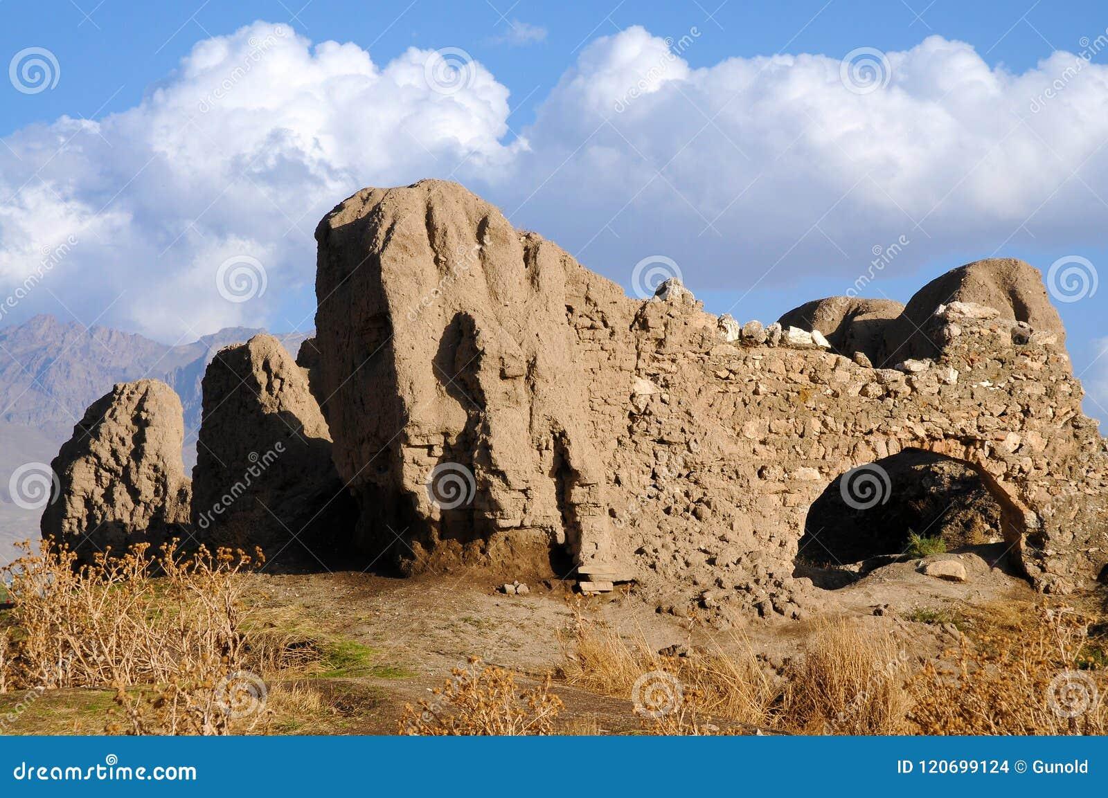 Ruïnes van oud fort in Bestelwagen, Oostelijk Turkije