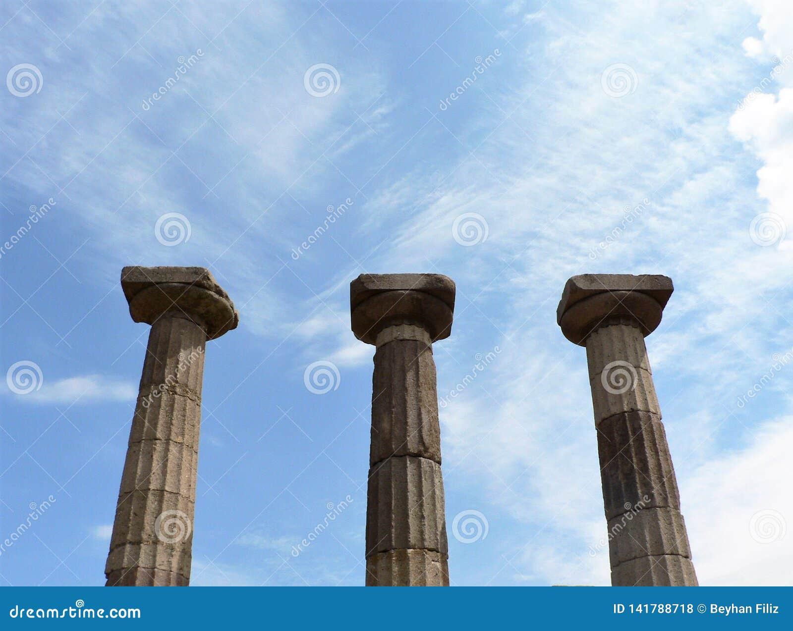 Ruïnes van oude kolommen