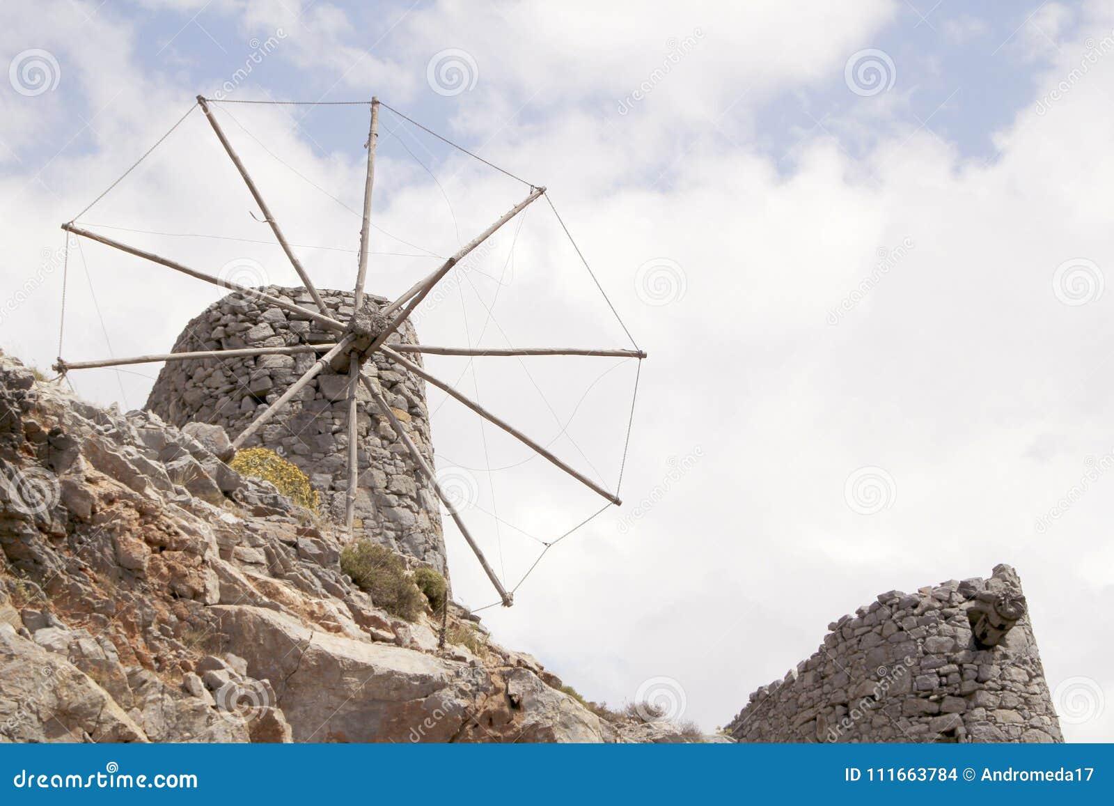 Ruïnes van oude Venetiaanse ingebouwde windmolens 15de eeuw, Lassithi-Plateau, Kreta, Griekenland