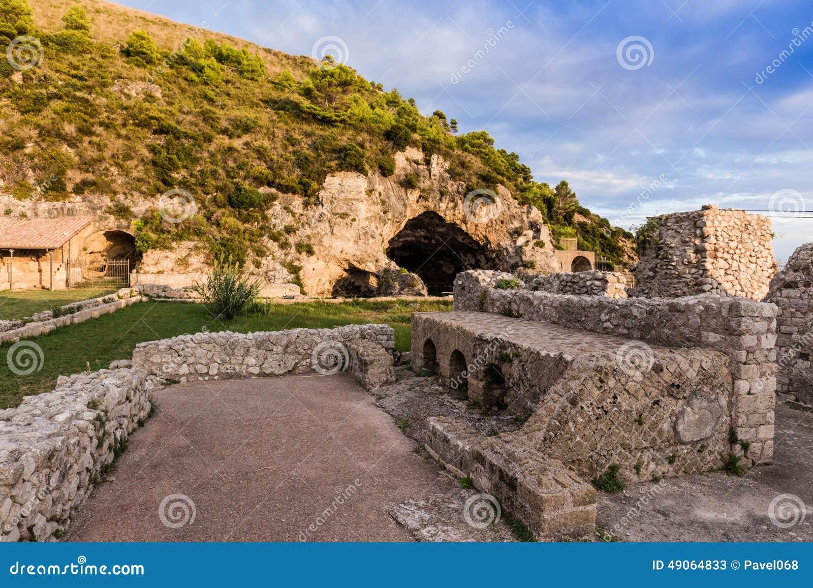 Ruïnes van Tiberius-villa in Sperlonga, Lazio, Italië
