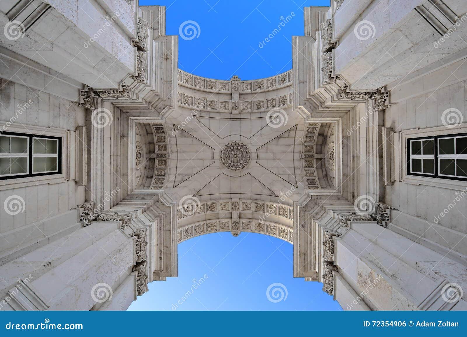 Rua奥古斯塔曲拱在里斯本