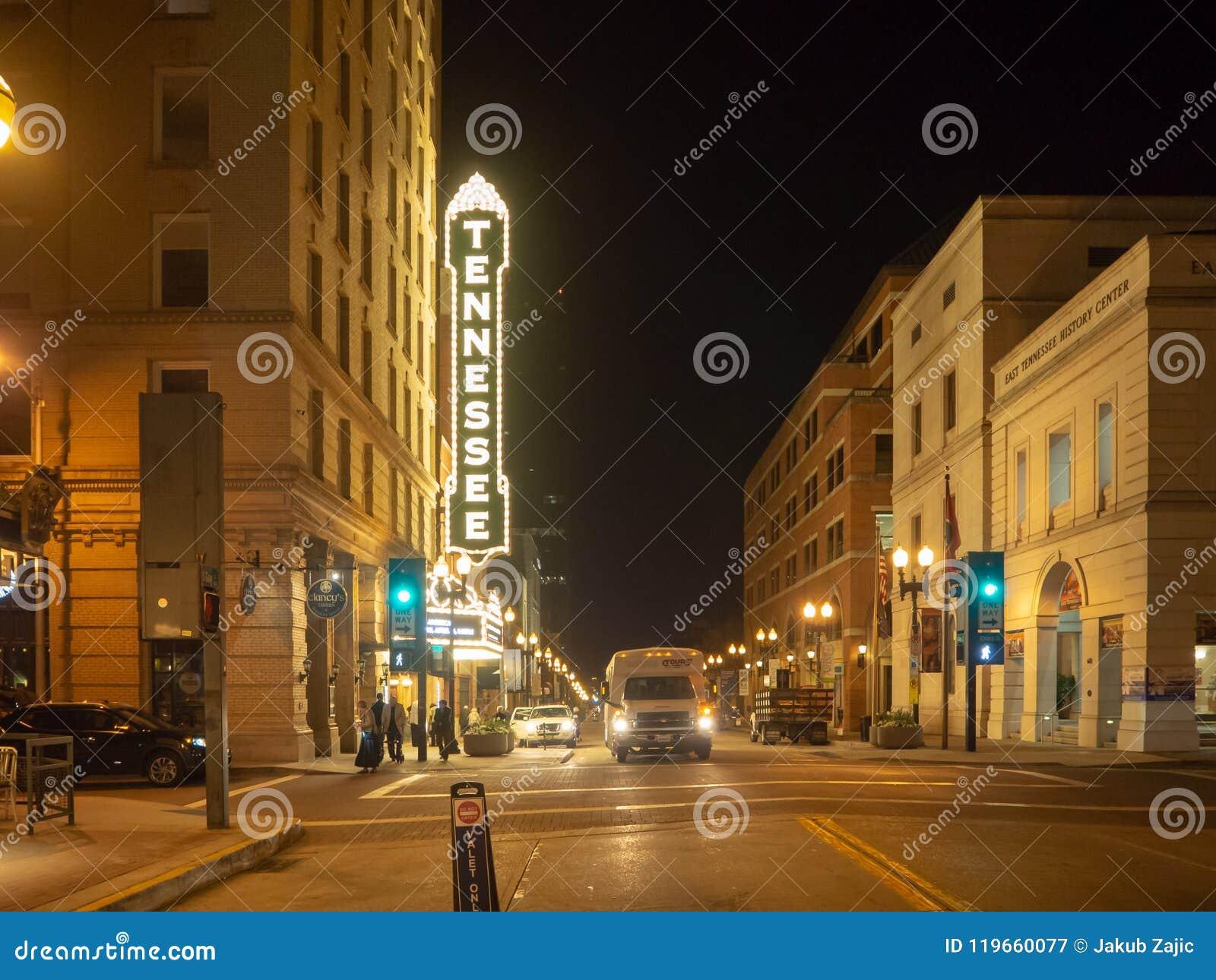 Rua alegre, Knoxville, Tennessee, Estados Unidos da América: [Vida noturna no centro de Knoxville]