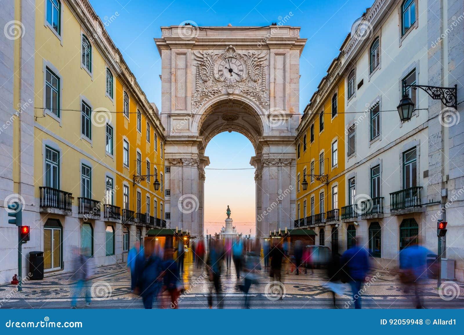 Rua Augusta Arch in Lissabon Portugal rond Zonsondergang
