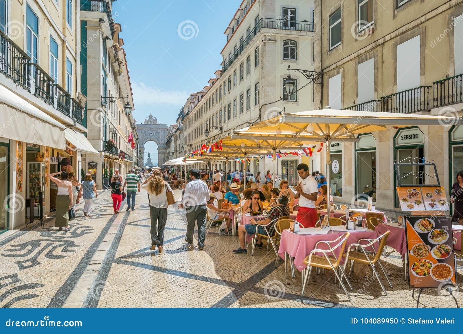 Rua Augusta i en sommareftermiddag, Lissabon, Portugal