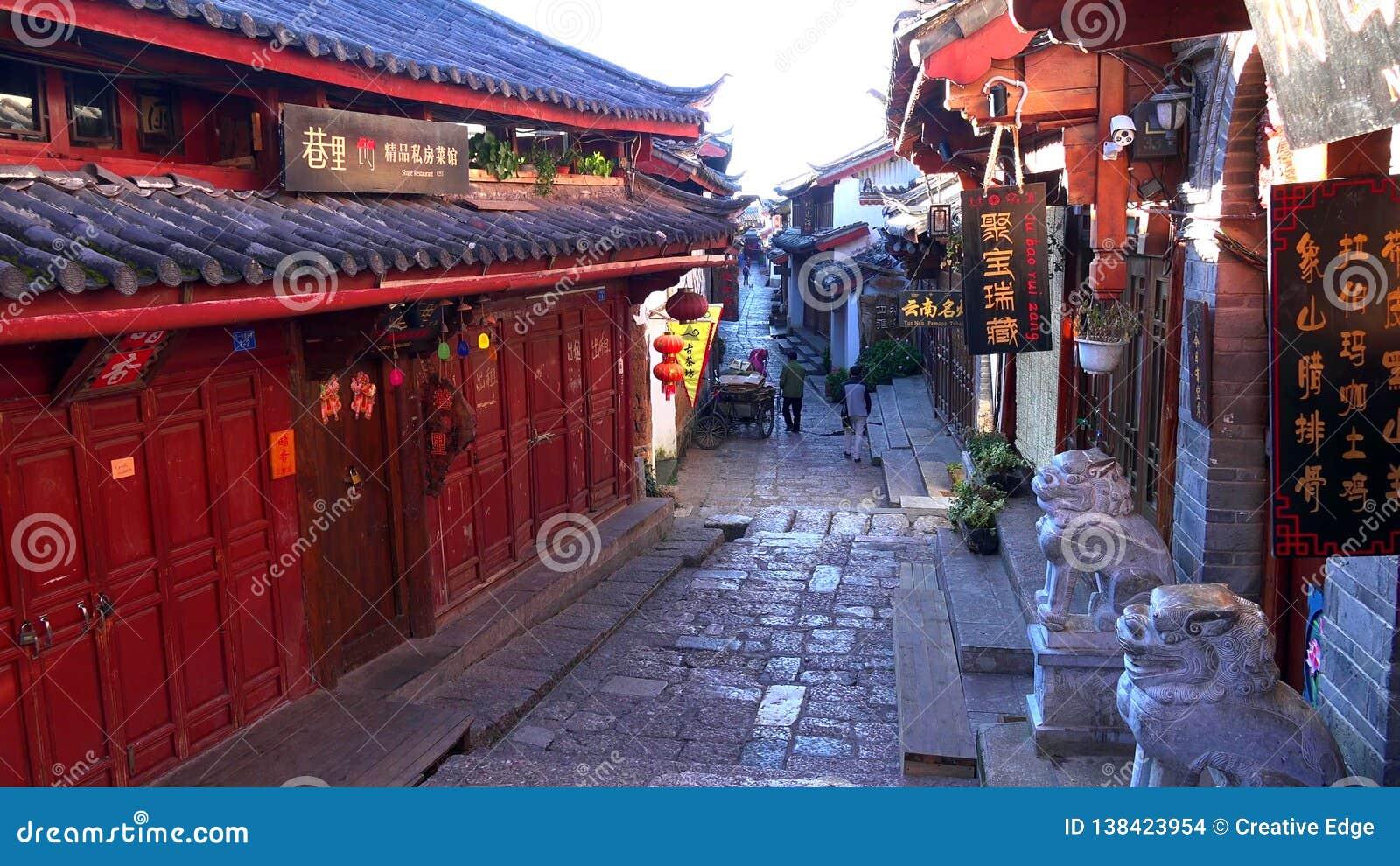 Rua cênico na cidade velha de Lijiang, província de Yunnan, China