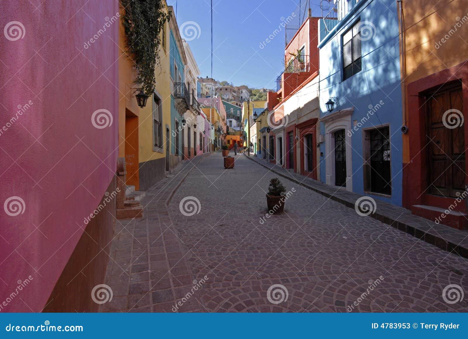 Rua colorida em México