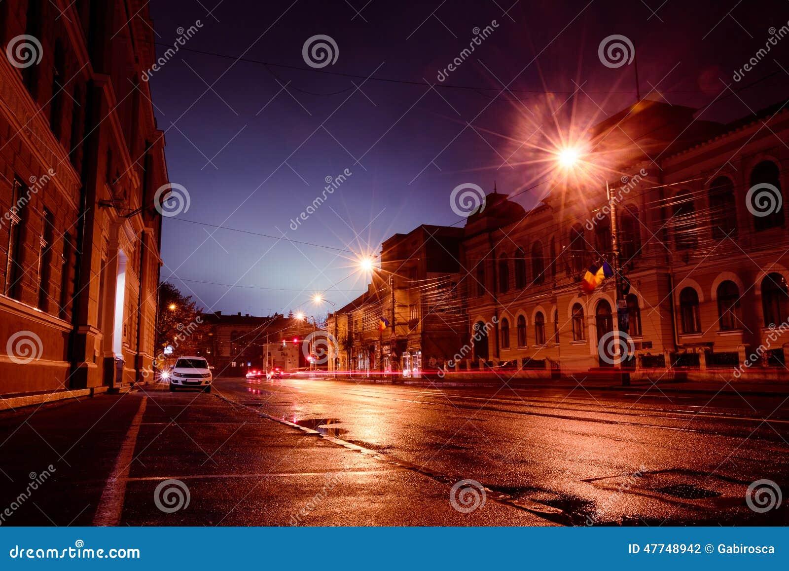 Rua da cidade na noite