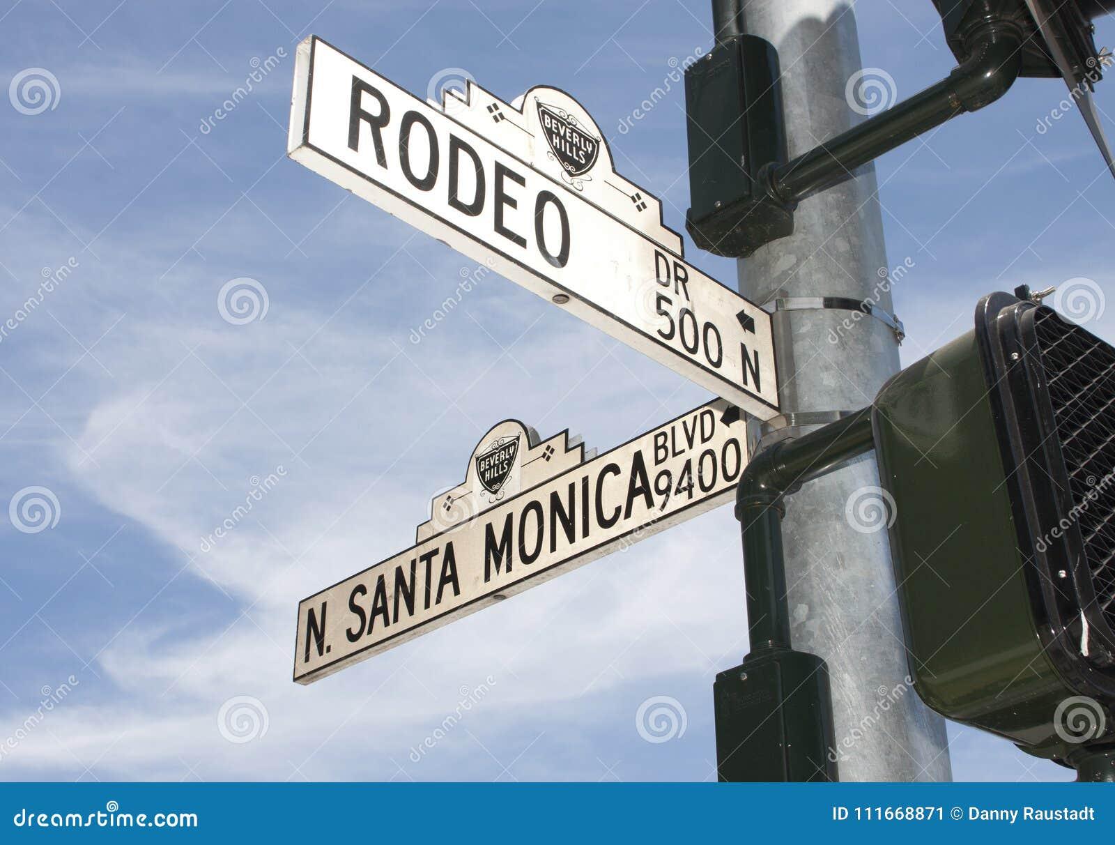 A rua da movimentação do rodeio assina dentro Beverly Hills, CA