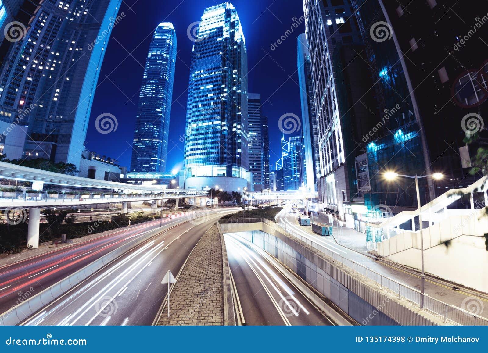 Rua da noite da cidade de Hong Kong
