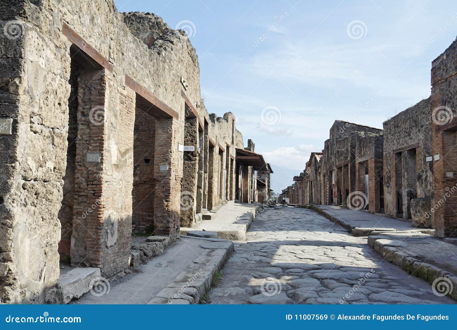 Rua de pedra das ruínas romanas de Pompeii