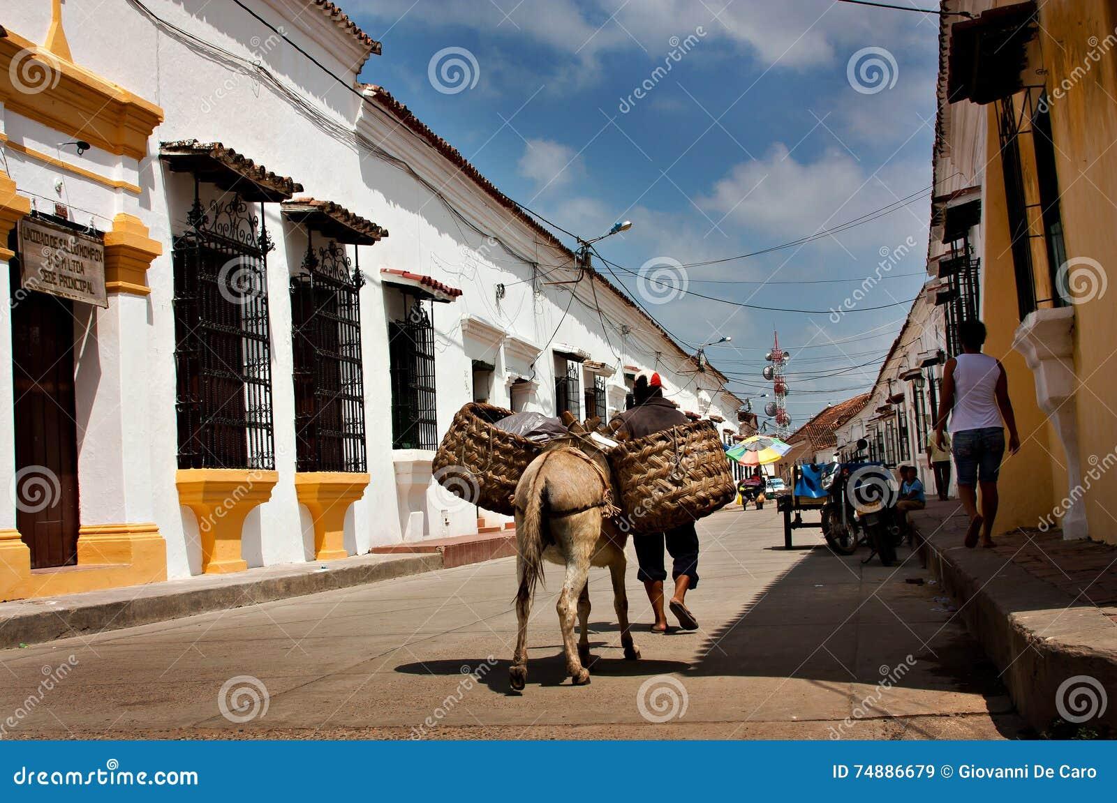 Rua em Mompos, Colômbia