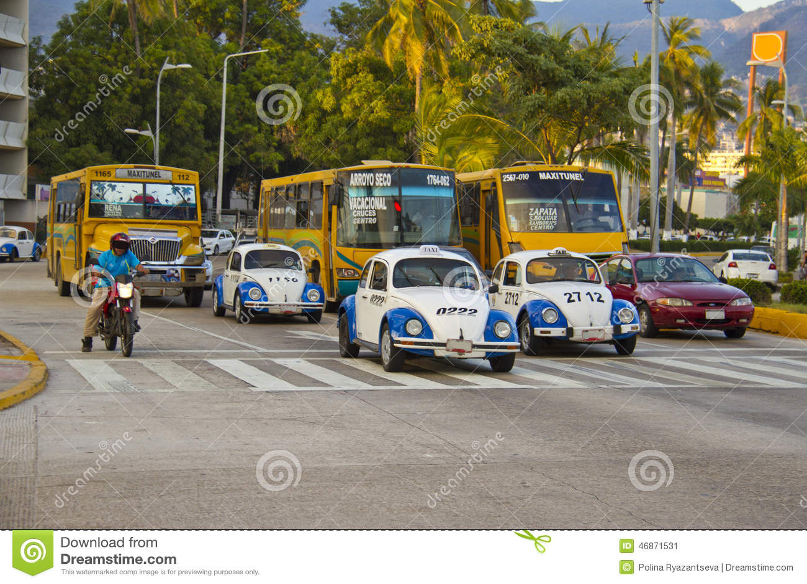 Rua movimentada em acapulco
