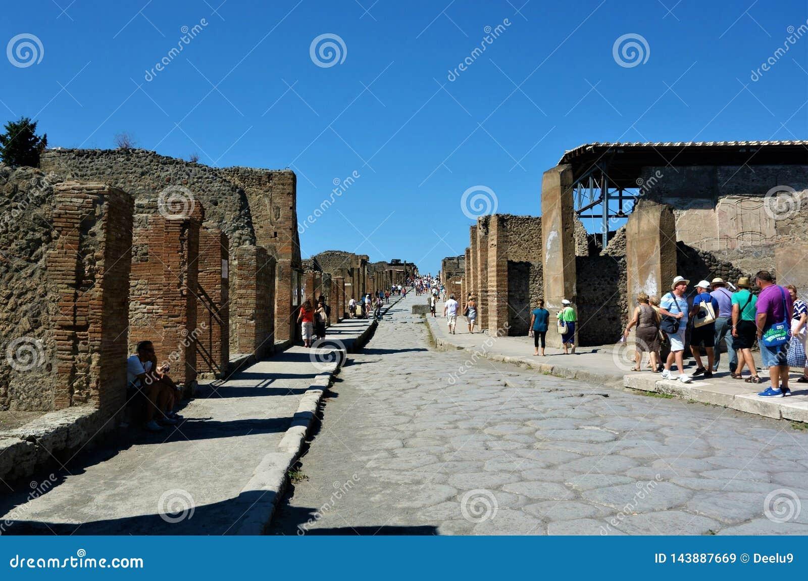 Rua na cidade antiga de Pompeii