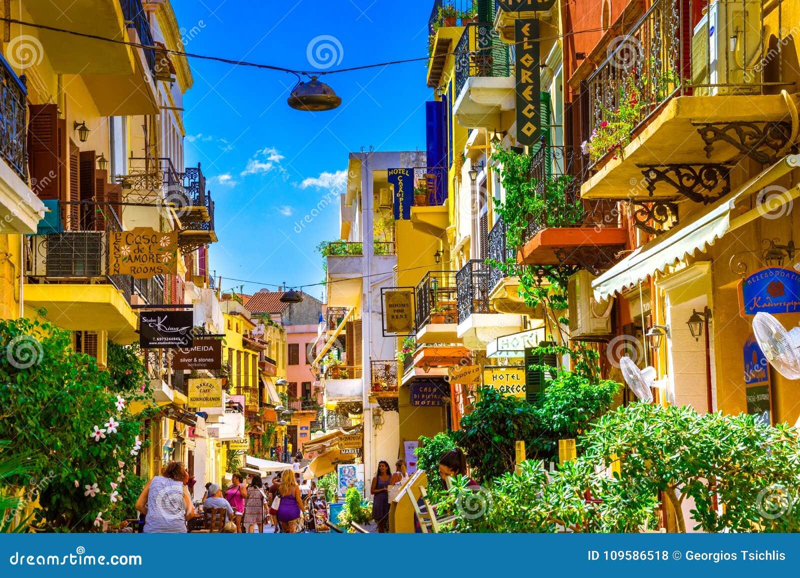 Grecia y sus islas, contadme algo, venga Rua-na-cidade-velha-de-chania-creta-gr%C3%A9cia-109586518