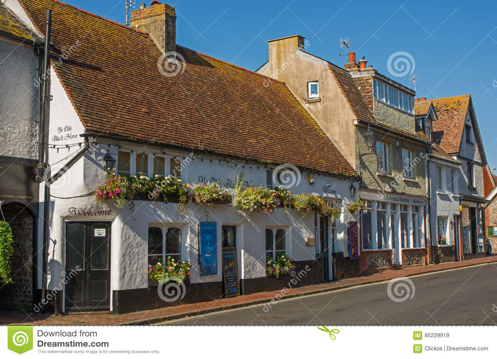 Rua principal em Rottingdean, Sussex, Inglaterra