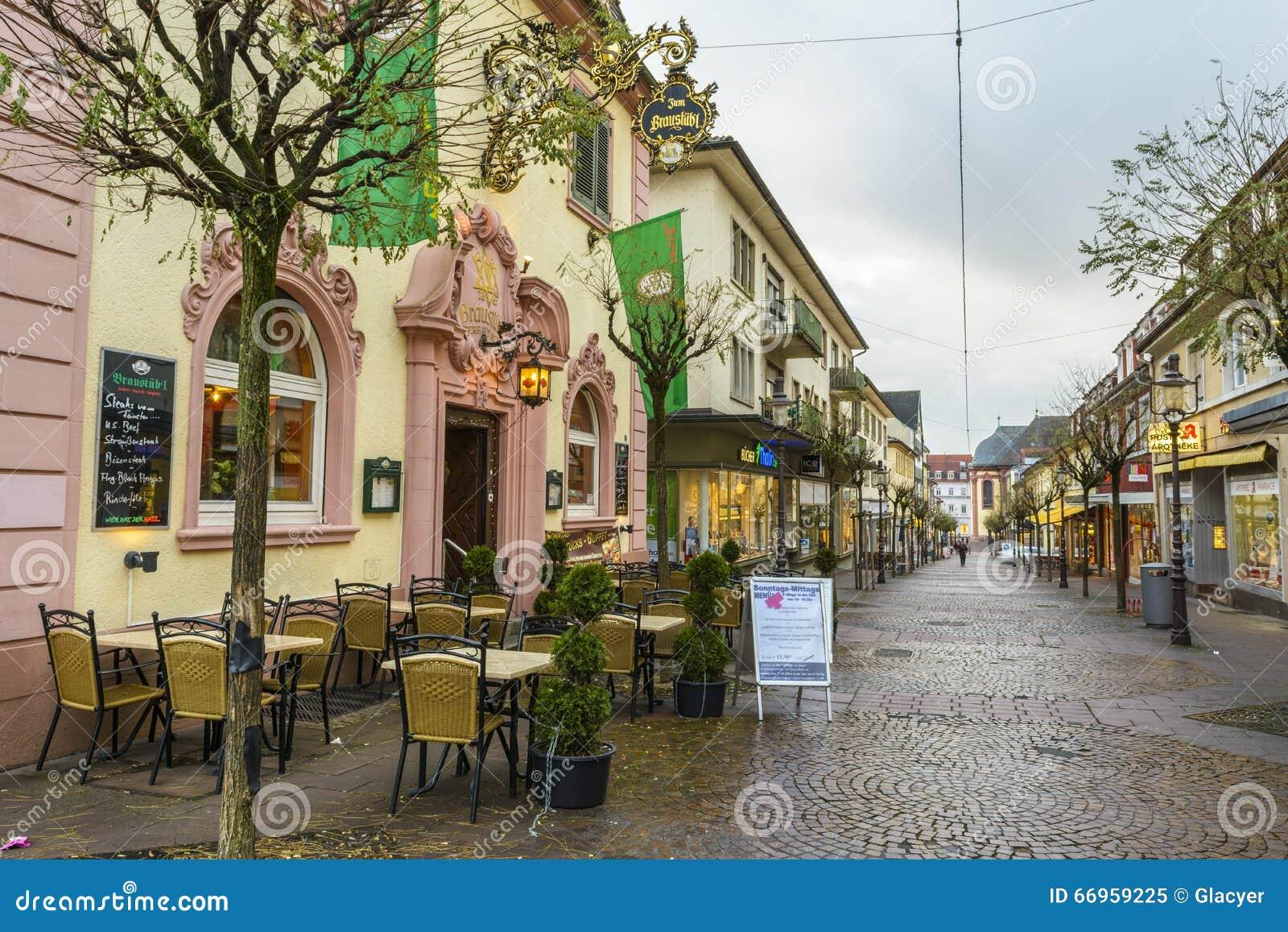 rua velha no centro da cidade de rastatt baden. Black Bedroom Furniture Sets. Home Design Ideas