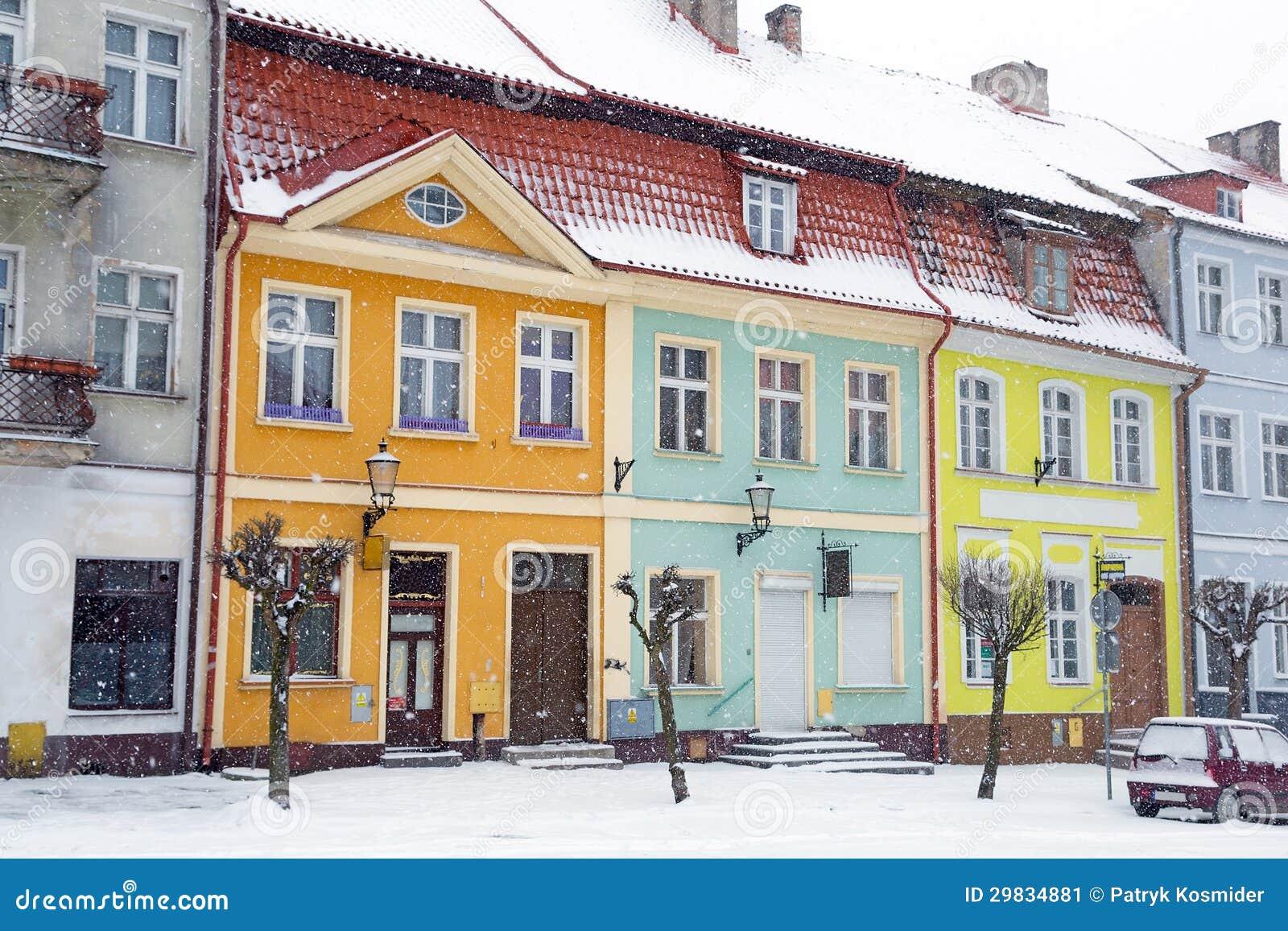 Ruas da cidade de Gniew no cenário do inverno