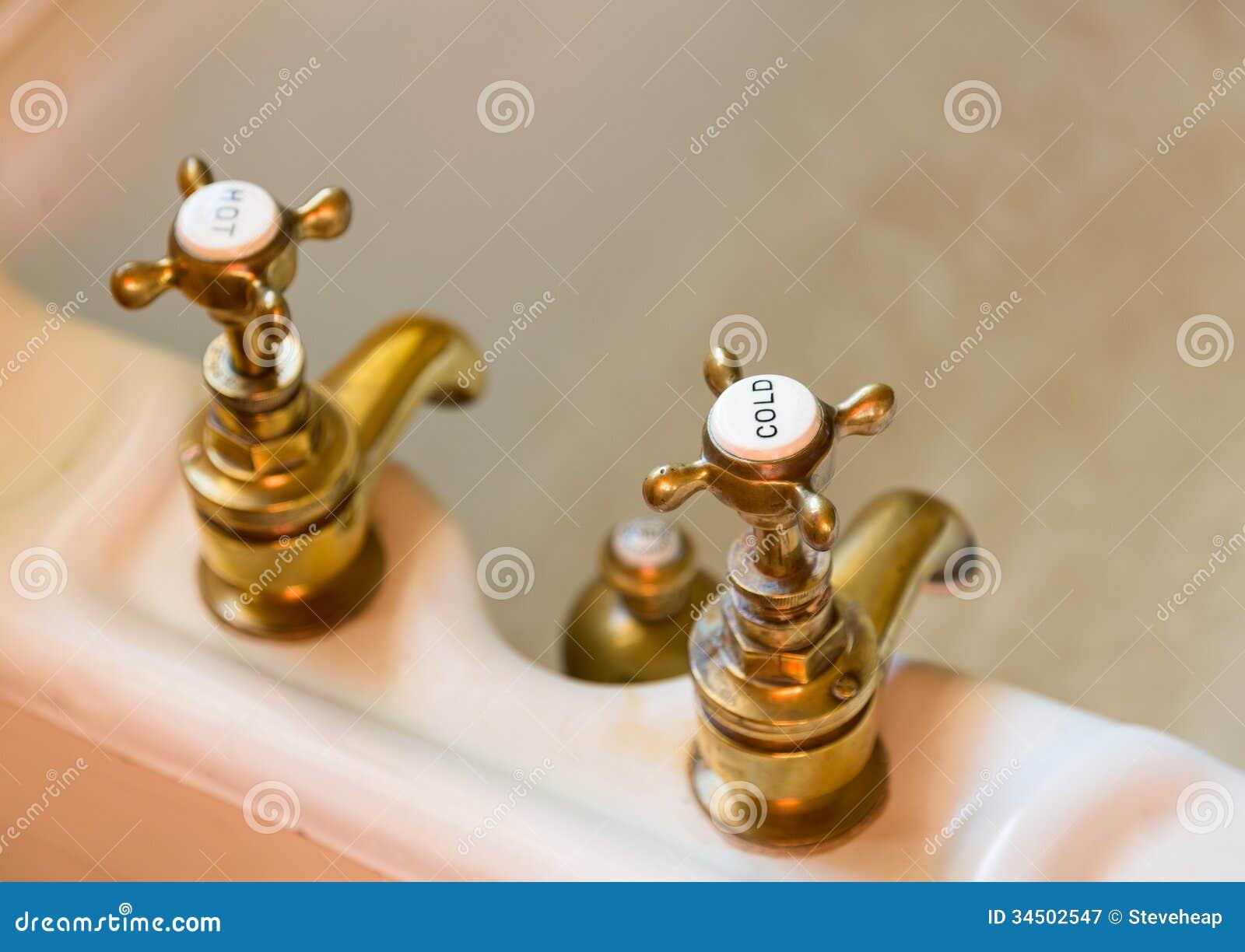 Rubinetti o rubinetti antichi del bagno immagine stock immagine 34502547 - Rubinetti bagno vintage ...