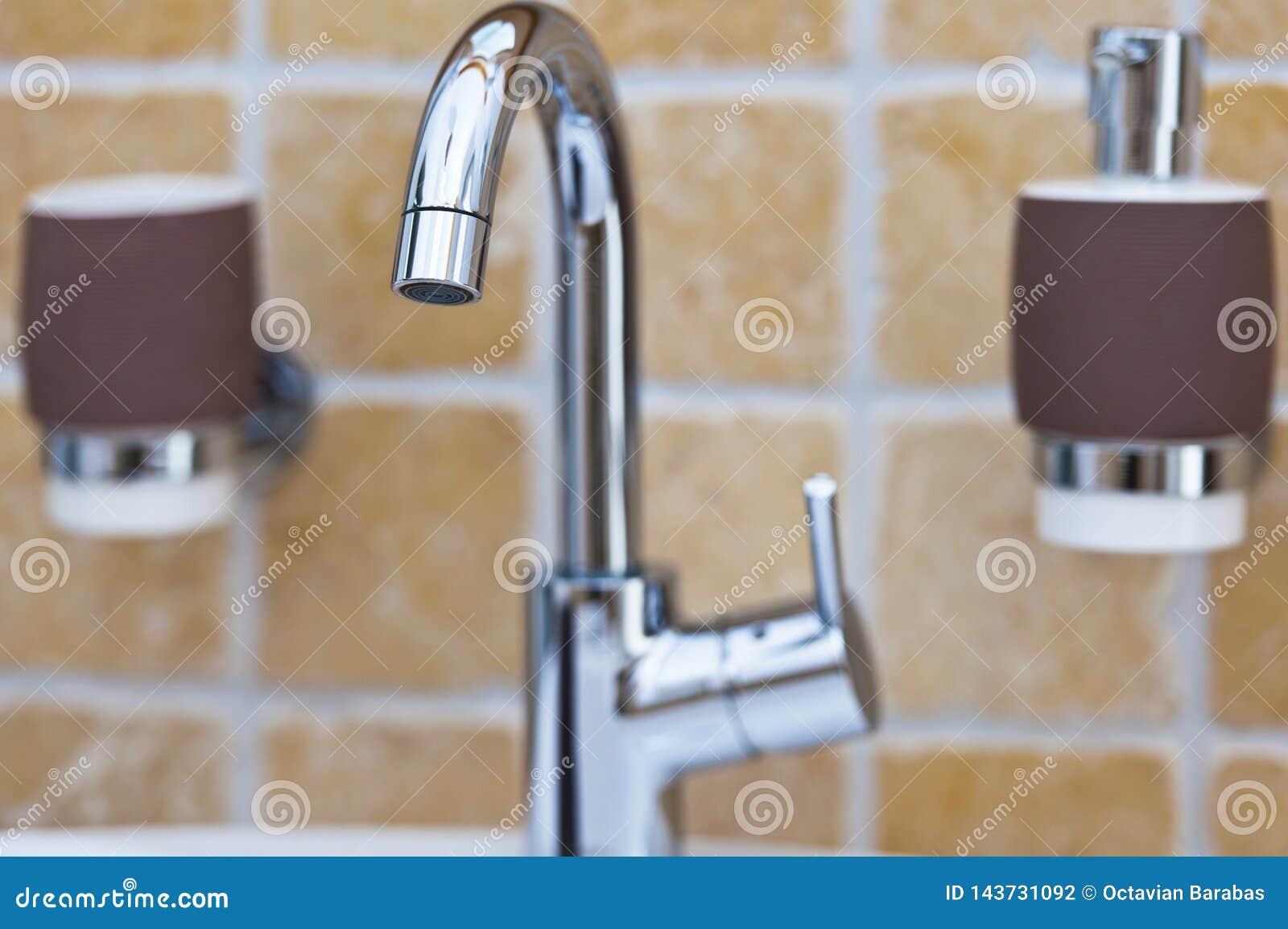 Rubinetto di miscelatore di Chrome in bagno