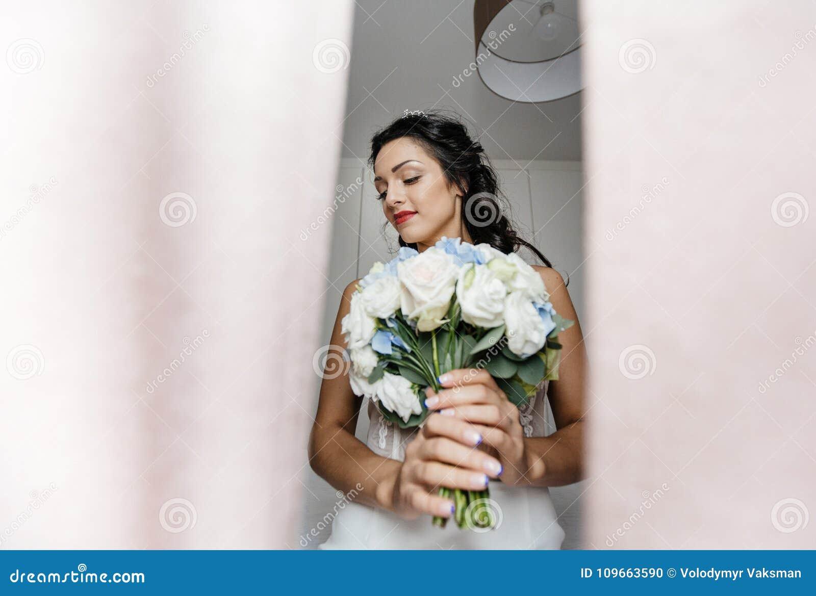 Rubio joven en alineada de boda