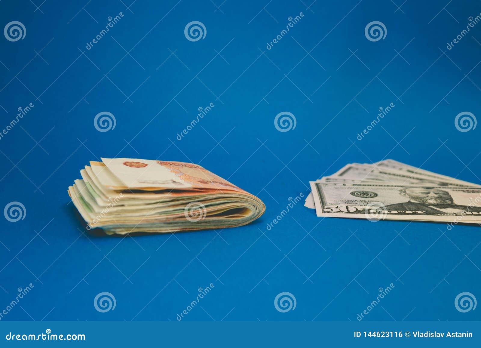 Rublo e d?lar O esfor?o do rublo e do d?lar no mundo financeiro moderno Rela??o da moeda, conceito