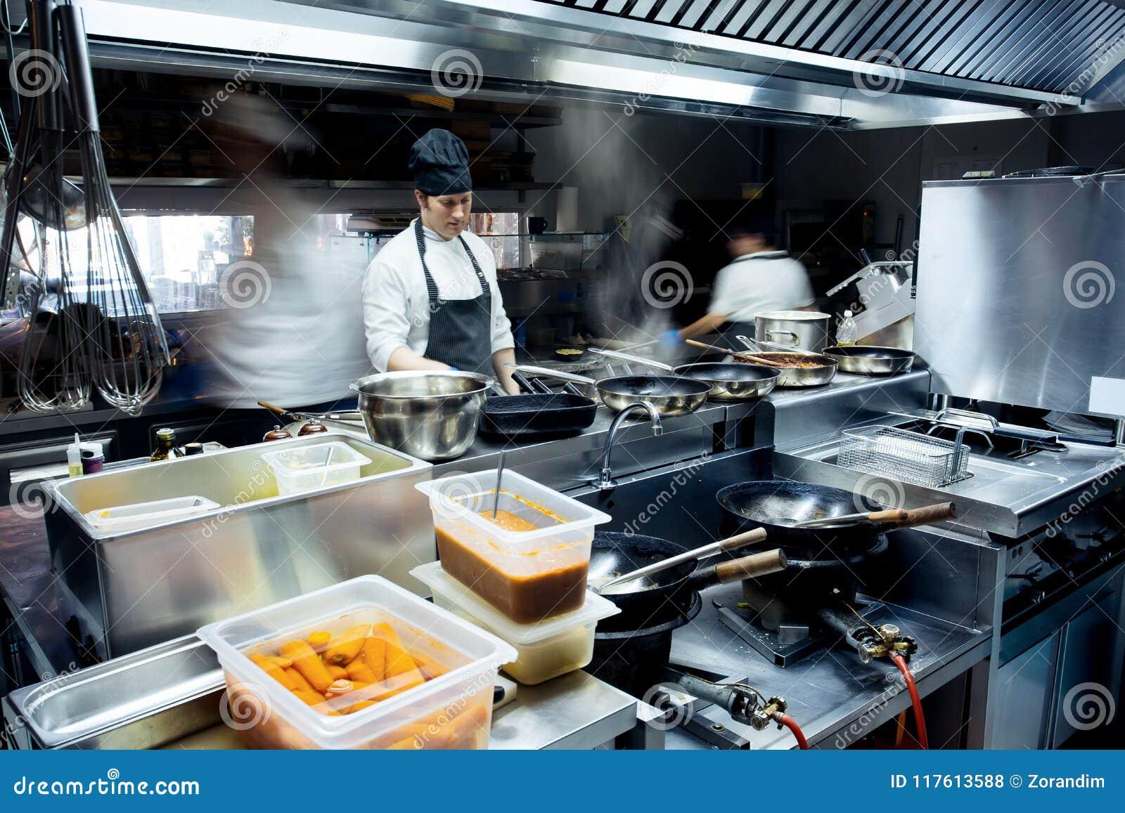 Ruchów szefowie kuchni restauracyjna kuchnia