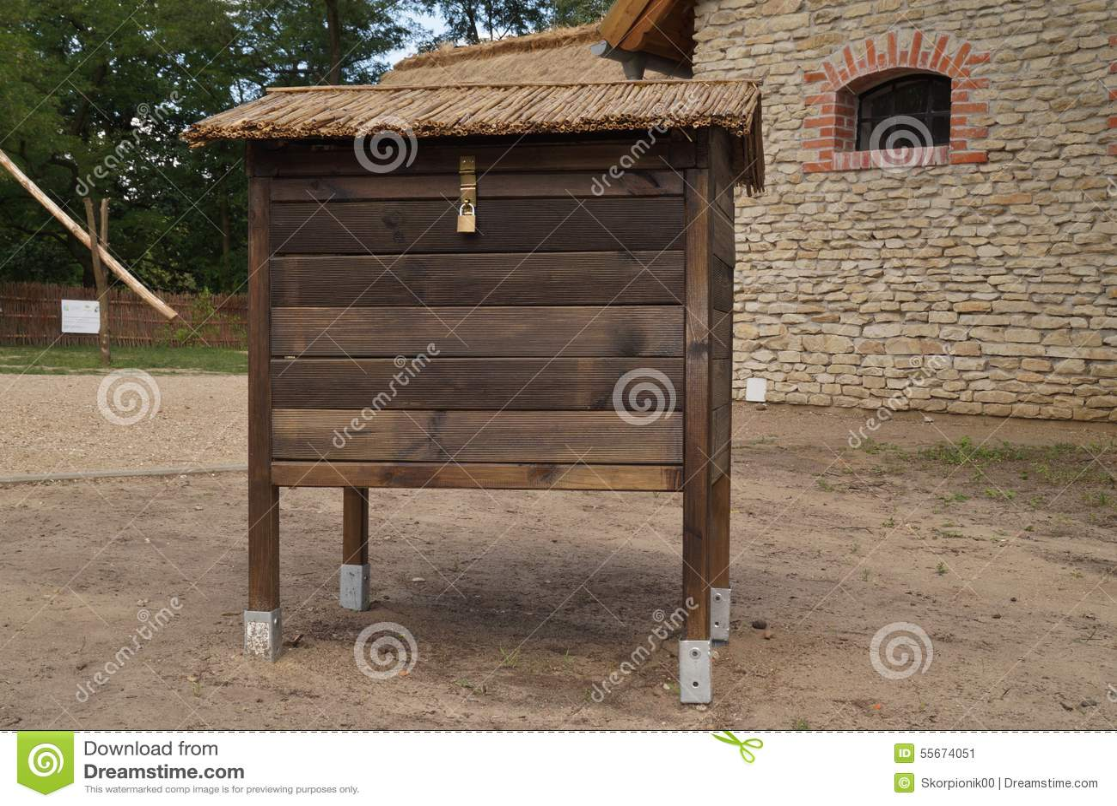 Ruche D 39 Abeille Vieille Maison En Bois Image Stock