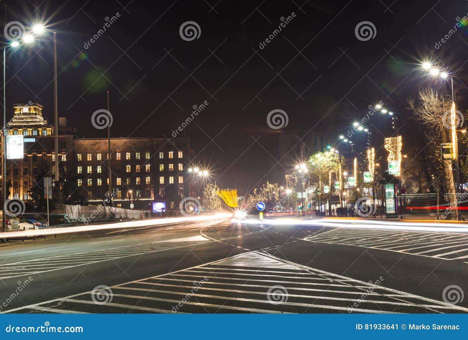 Ruchliwie ruch drogowy przy Belgrade ` s ulicami - Belgrade, Serbia