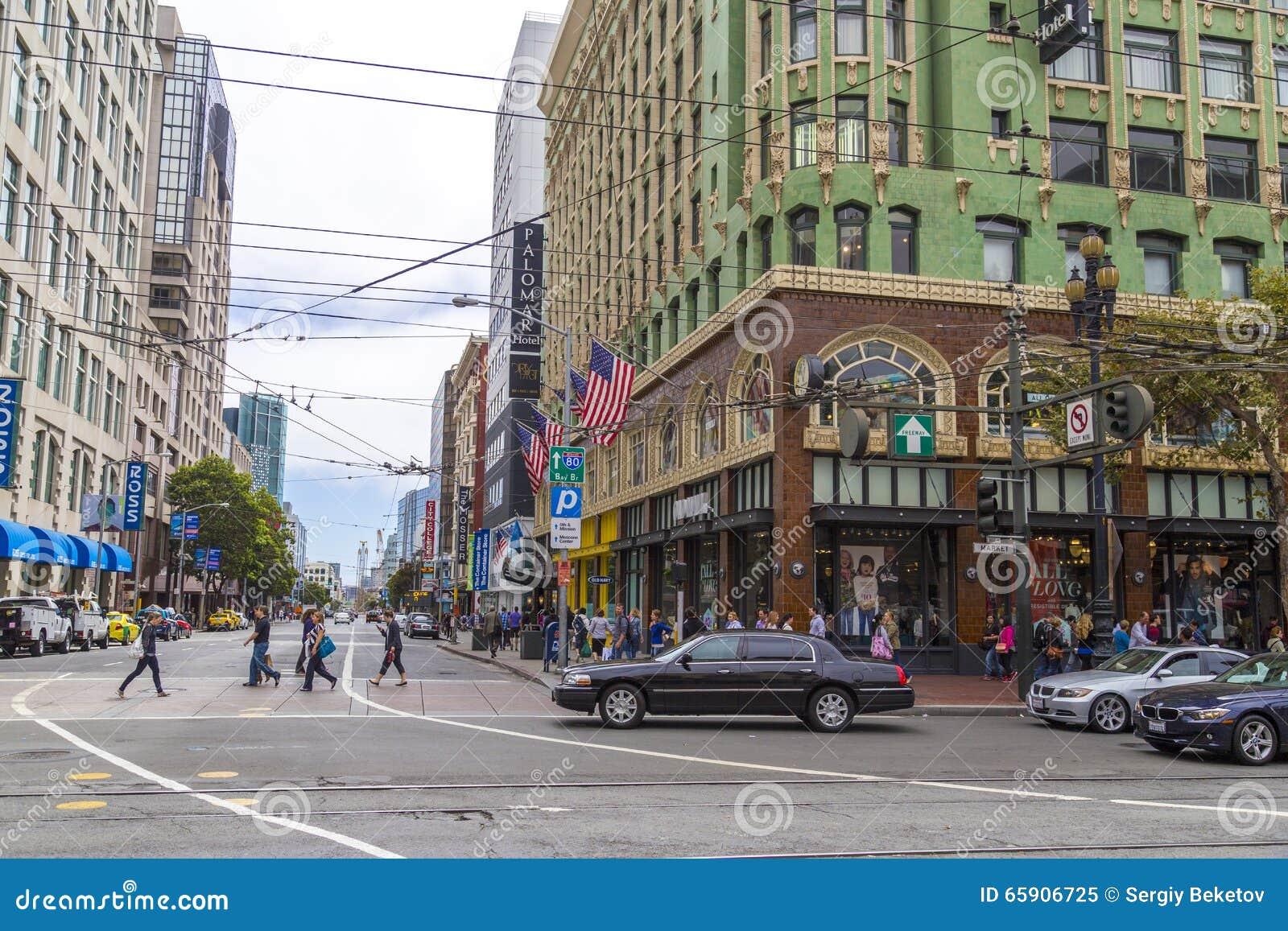 Ruchliwie zakupy i rynku gospodarczego ulica w San Fransisco, Kalifornia
