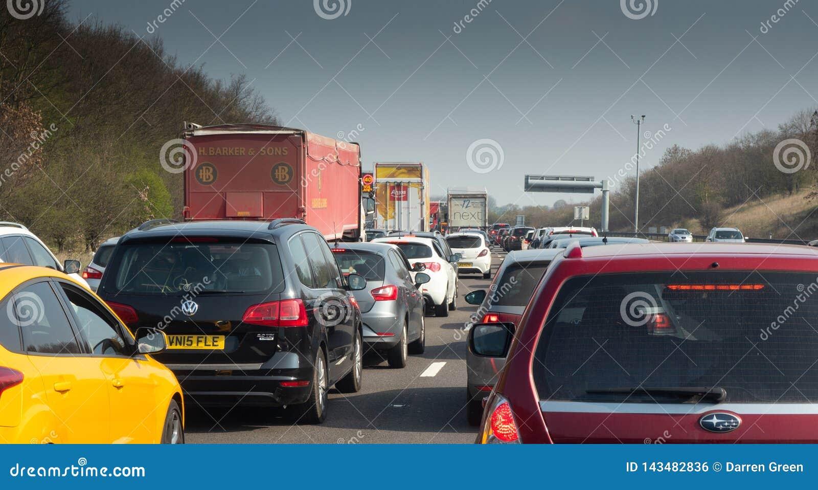Ruchu drogowego dżem na Brytyjskiej autostradzie M1