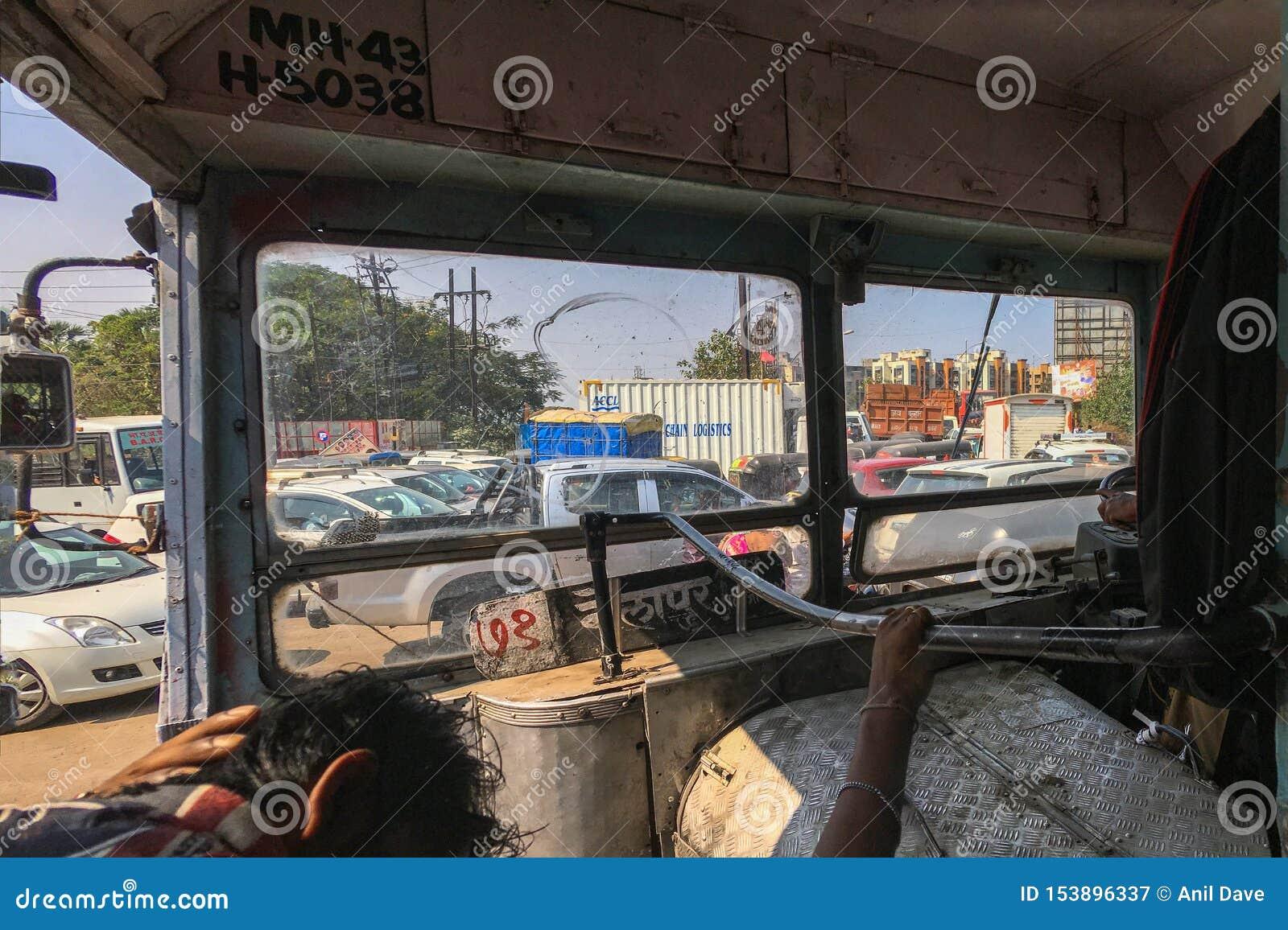 Ruchu drogowego dżem przy patri pul kalyan blisko Mumbai maharashtra INDIA