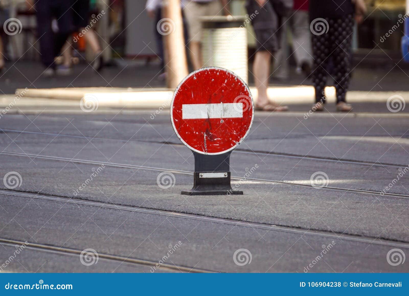 Ruchu drogowego znak, żadny wejście dla ruchu drogowego na ulicie