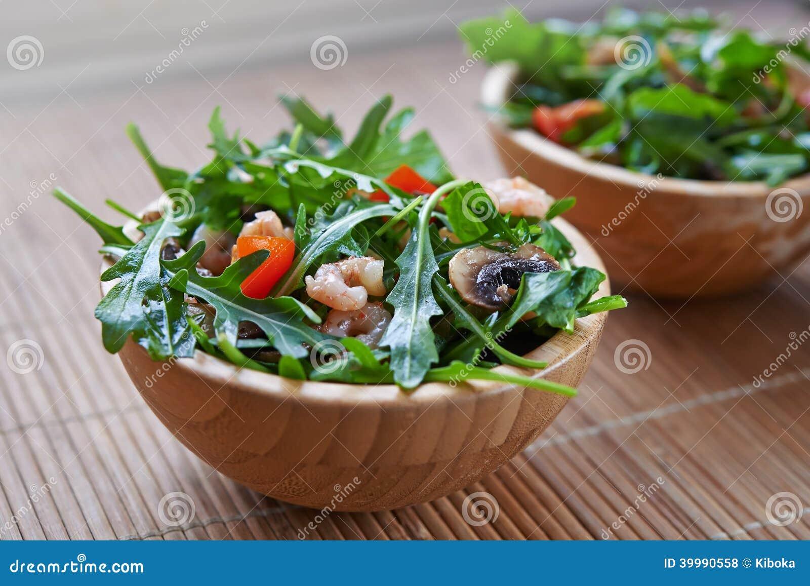 rucola salat mit gebratenen garnelen stockfoto bild 39990558. Black Bedroom Furniture Sets. Home Design Ideas