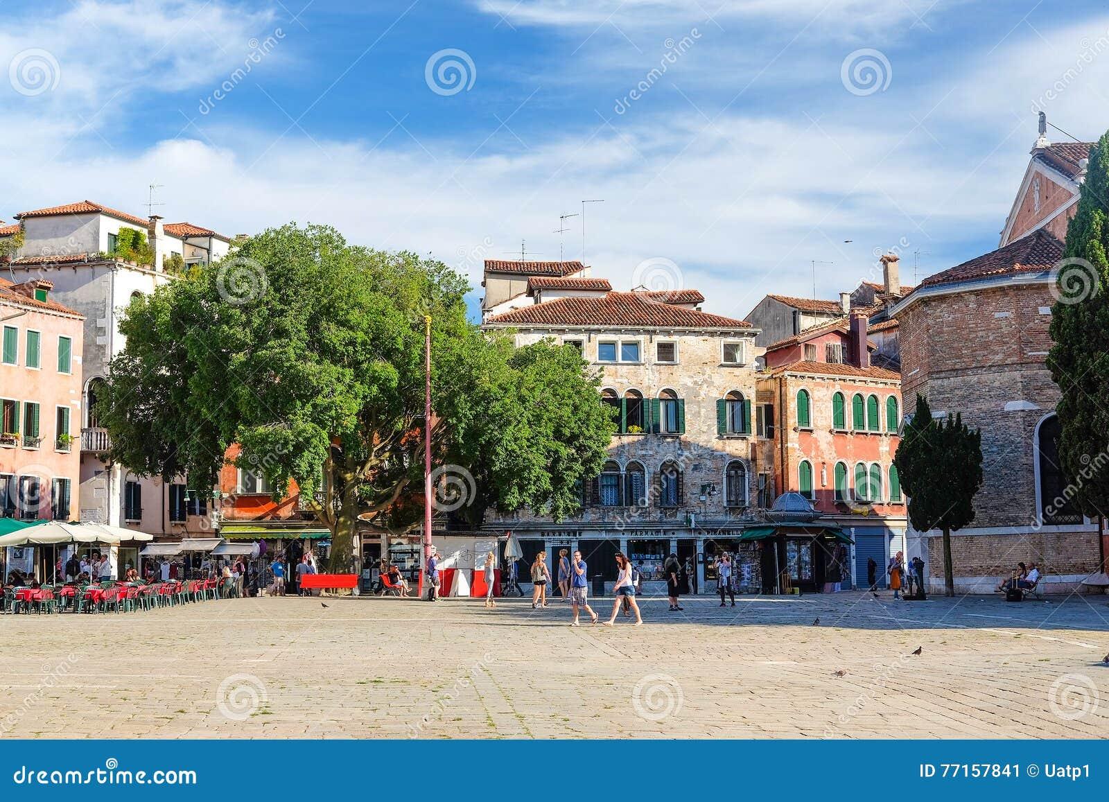 Rue à un centre de Venise