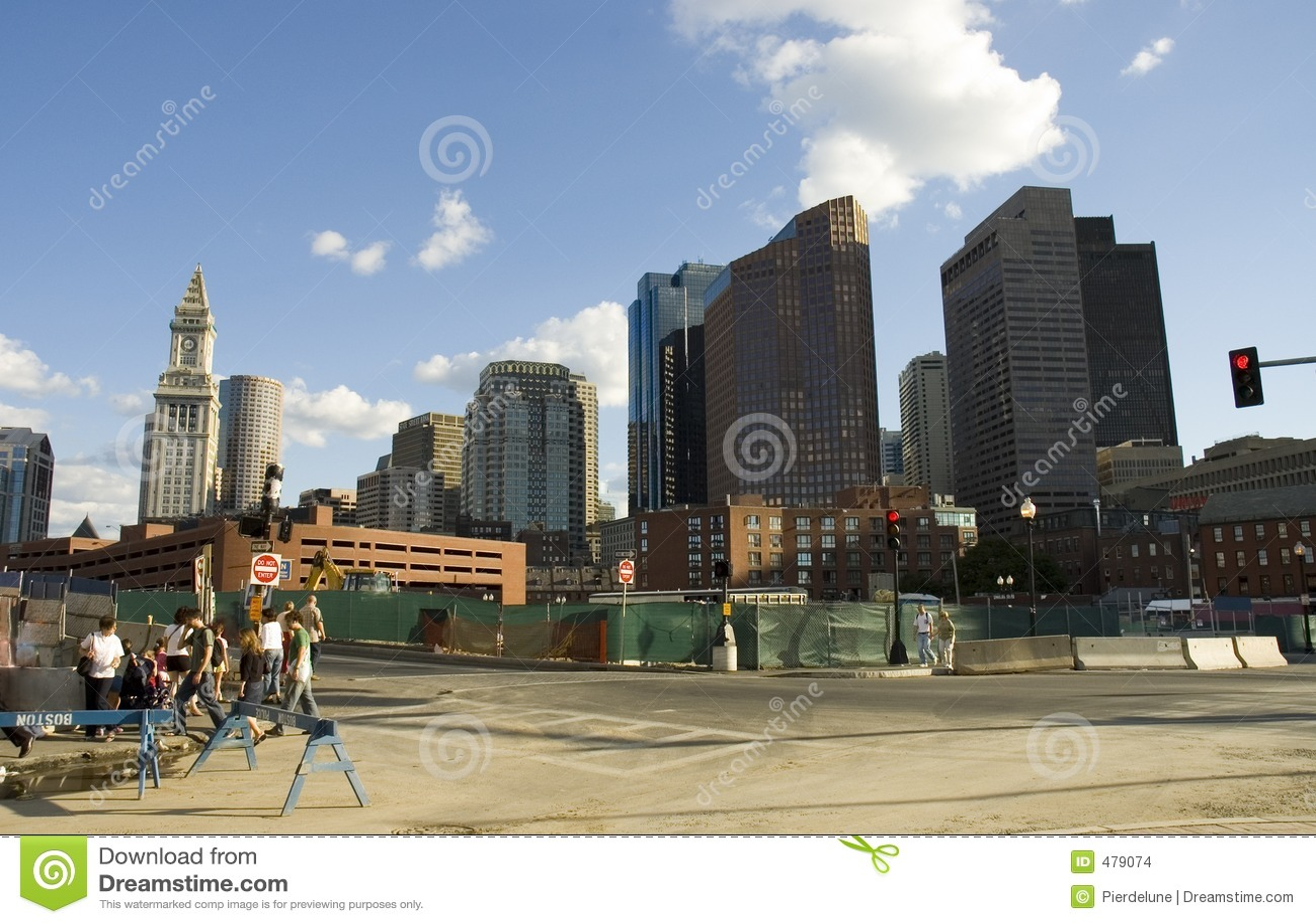 Rue animée de Boston dans la construction