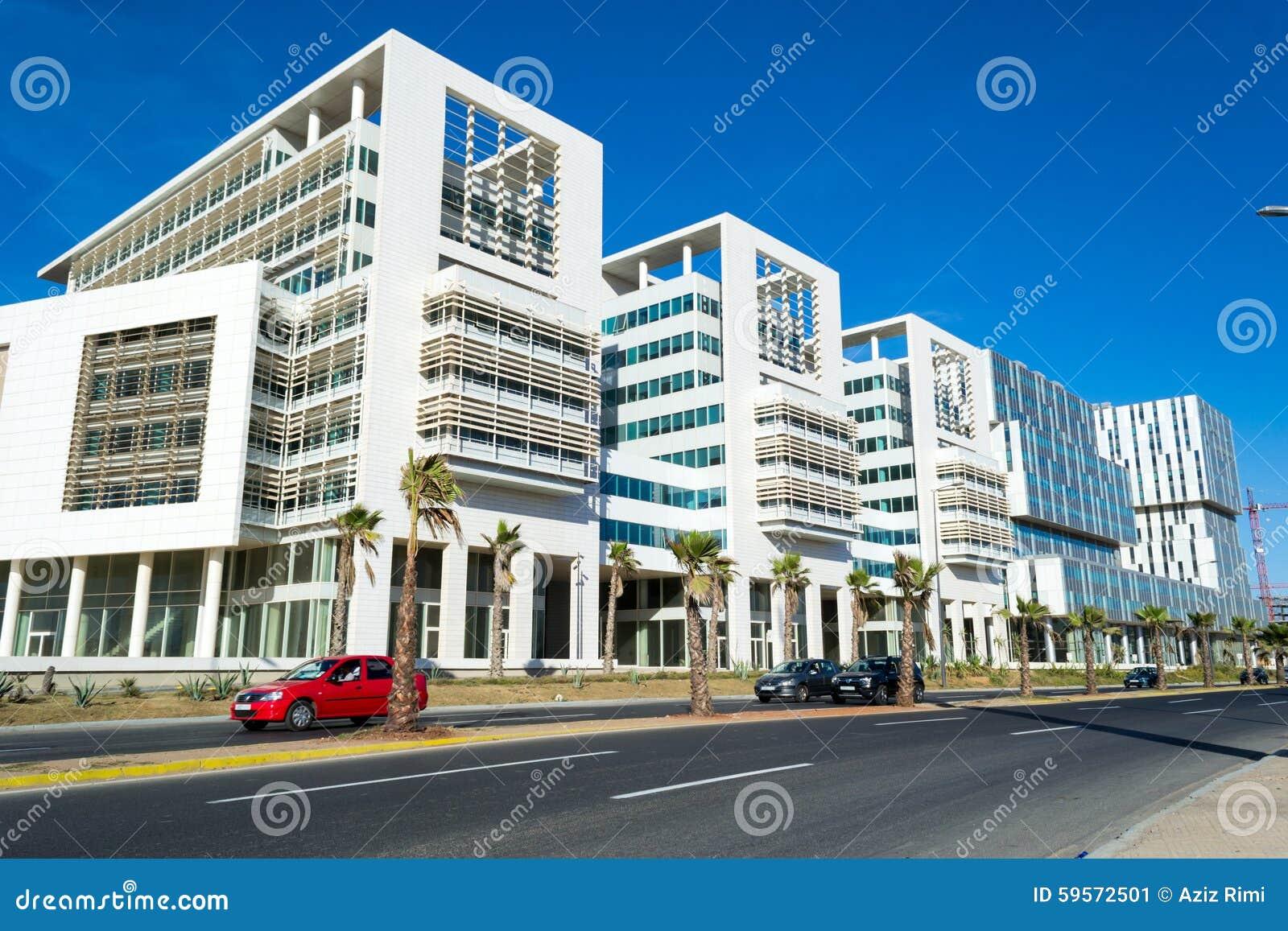Rue avec les immeubles de bureaux modernes à casablanca #2 image