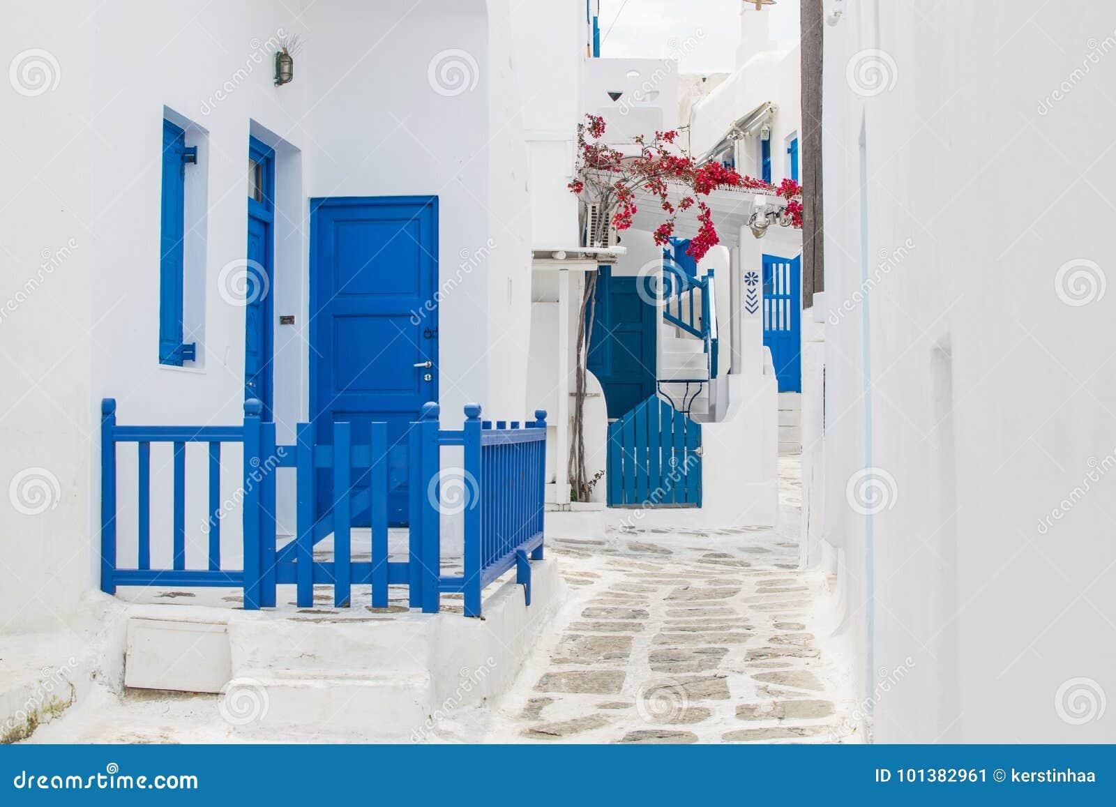 Rue blanche et bleue