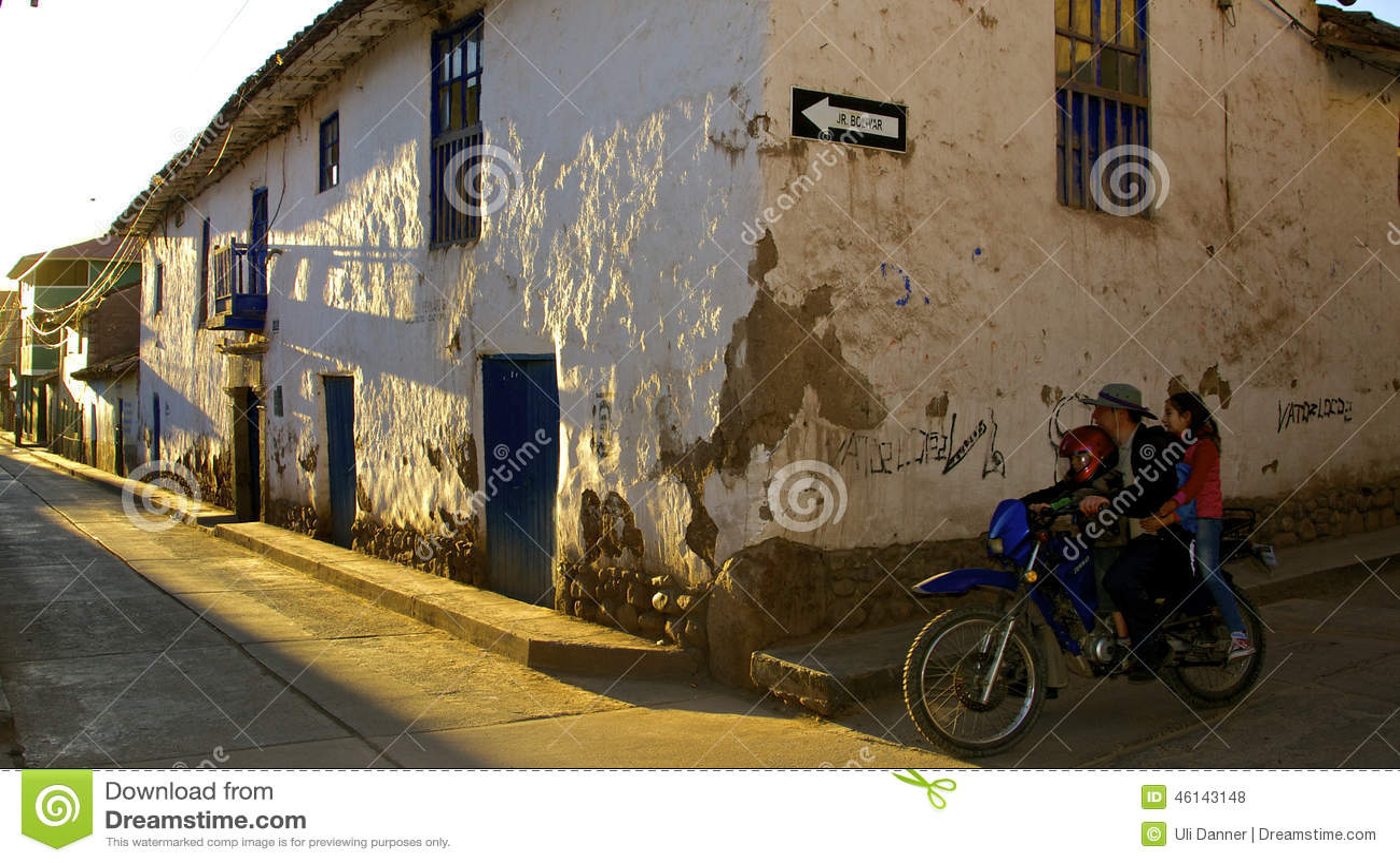 Rue d Urubamba à l aube