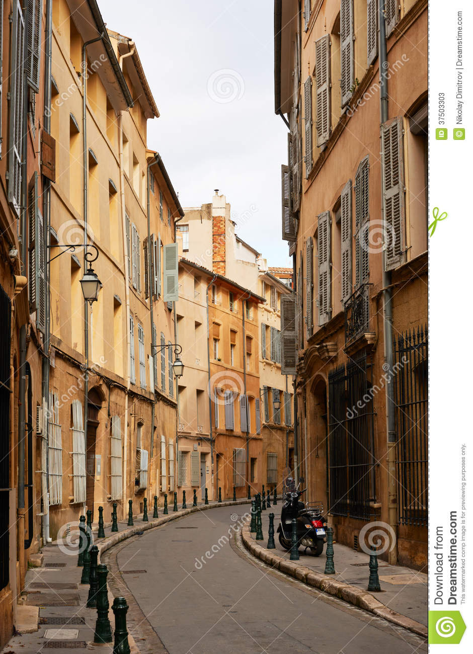 rue dans aix en provence image stock image du rural 37503303. Black Bedroom Furniture Sets. Home Design Ideas