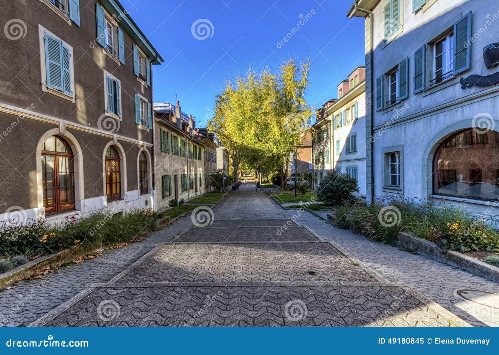 Rue dans la vieille ville de carouge gen ve suisse photo stock image 49180845 for Construction piscine geneve