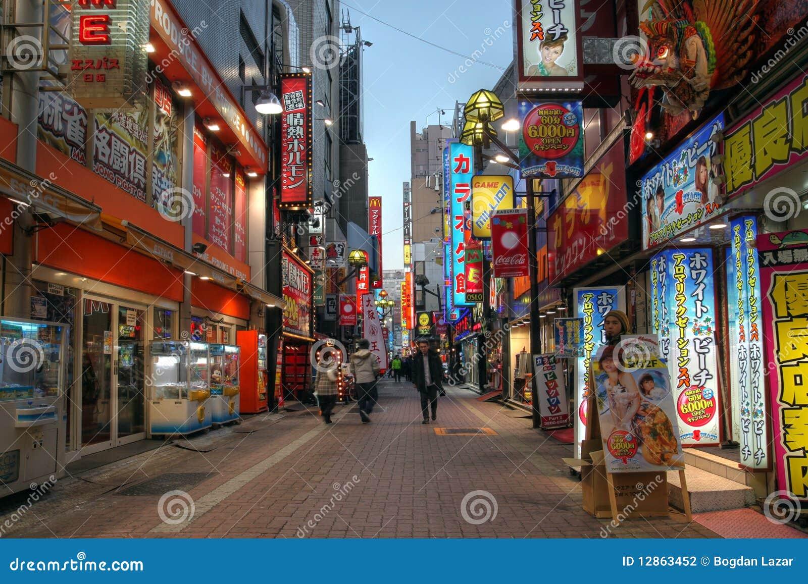 Rue de Kabukicho dans Shinjuku, Tokyo, Japon